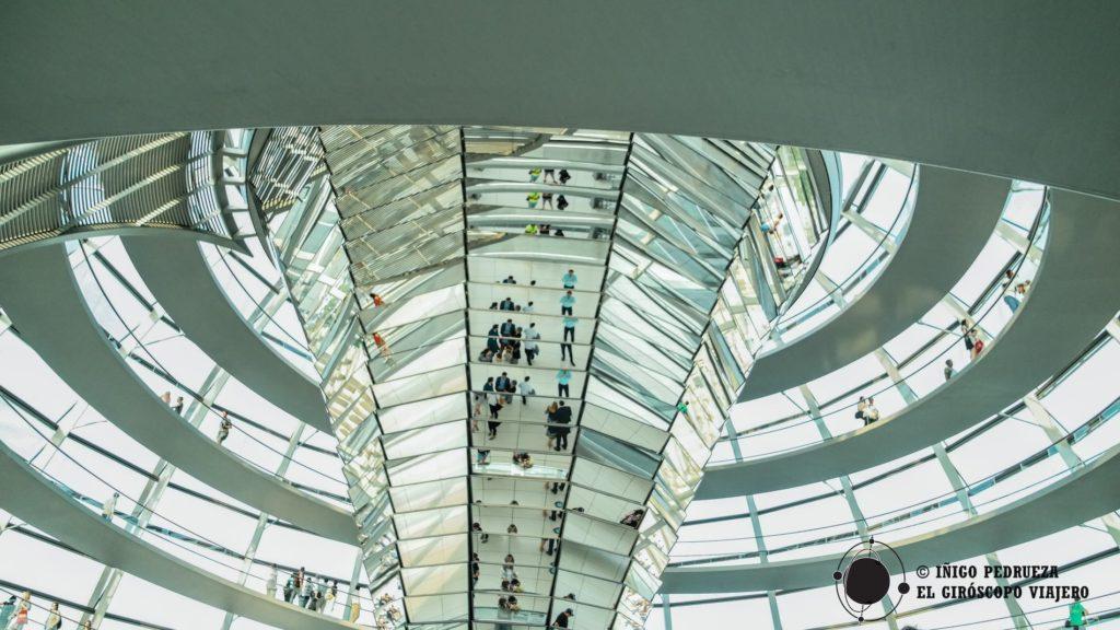 Nueva cúpula del Bundestag, rediseñada por Norman Foster. ©Iñigo Pedrueza.