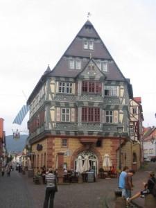 """El hotel """"Zum Riese"""" (el gigante) en Miltenberg, el hotel más antiguo de Alemania"""