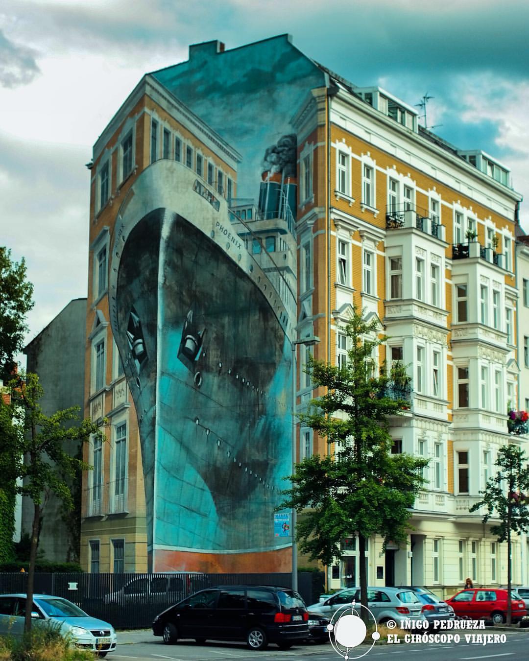 El arte inunda Berlín, desde lo pequeño hasta los inmensos graffiti en trompe-l'oeil como este junto a Charlottenburg. ©Iñigo Pedrueza.