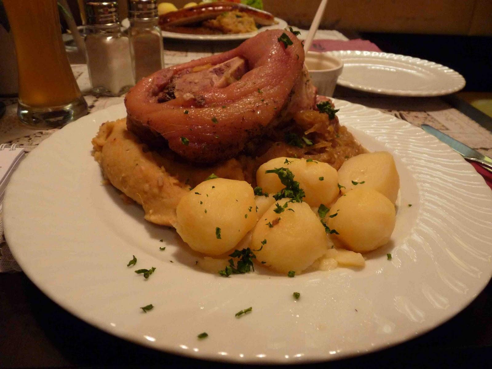 Asado de Cerdo y Knödel, plato típico de la gastronmía de Baviera