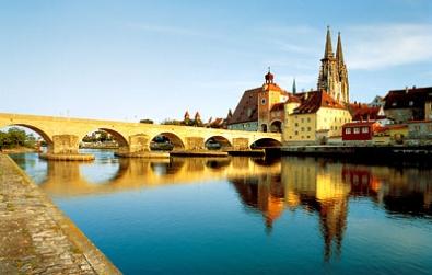 Ratisbona, con su catedral gótica, es un ejemplo de la arquitectura de Baviera
