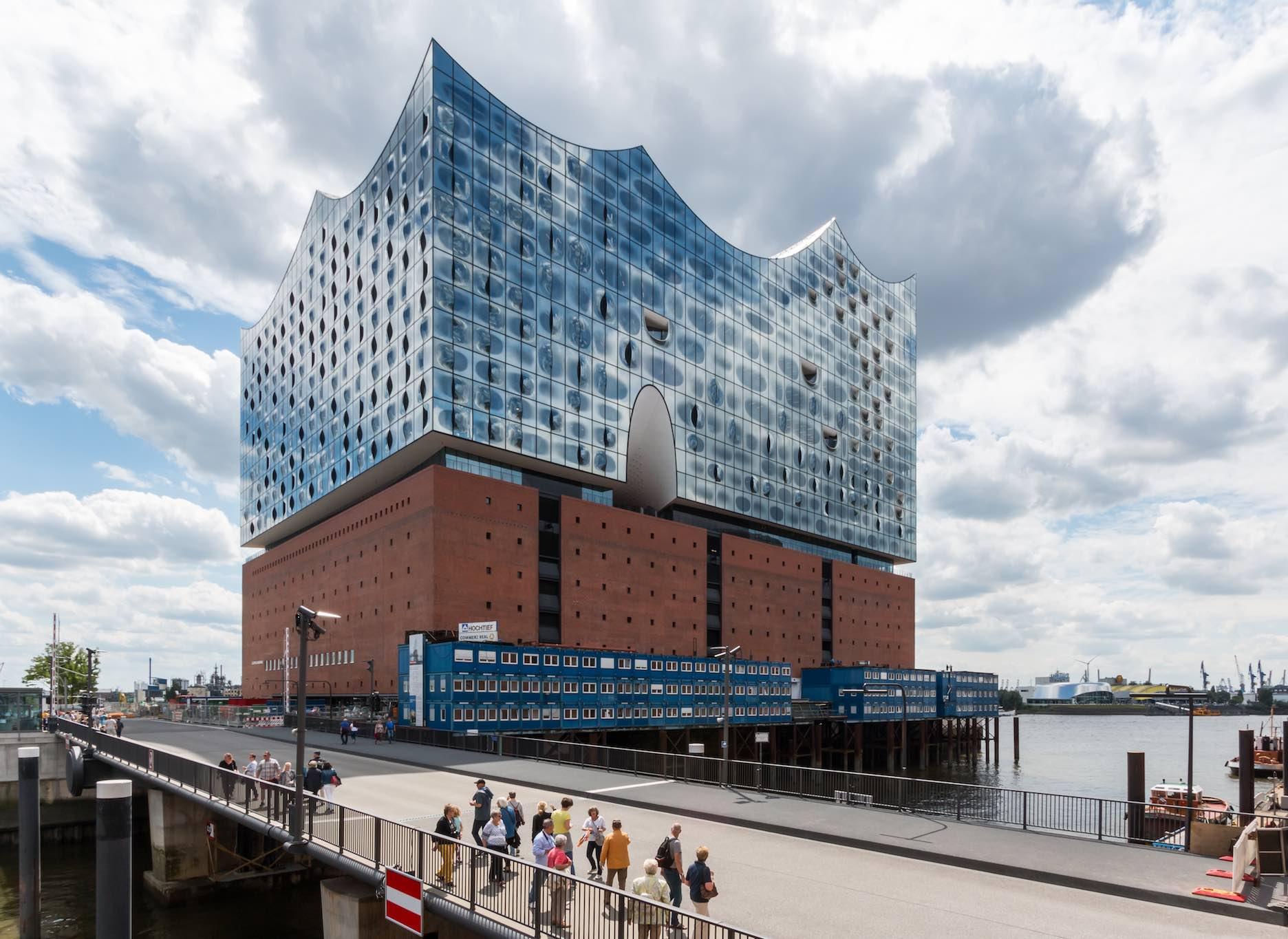 Impresionante ejemplo del urbanismo de la Hafencity, con el edificio de la Filarmónica de Hamburgo, la Elbphilharmonie.