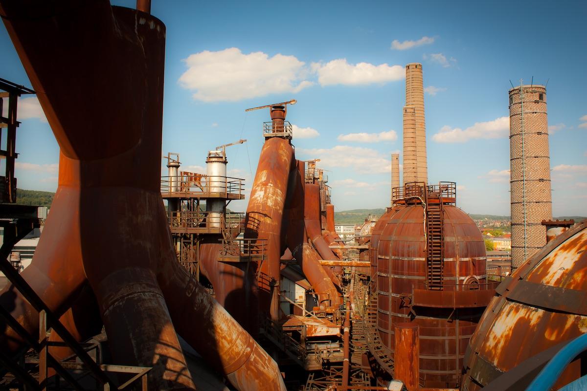 Acería de Hutte en Volklinger, ejemplo de las grandes fábricas que llenaron los cielos de Europa de humo negro y el acero.