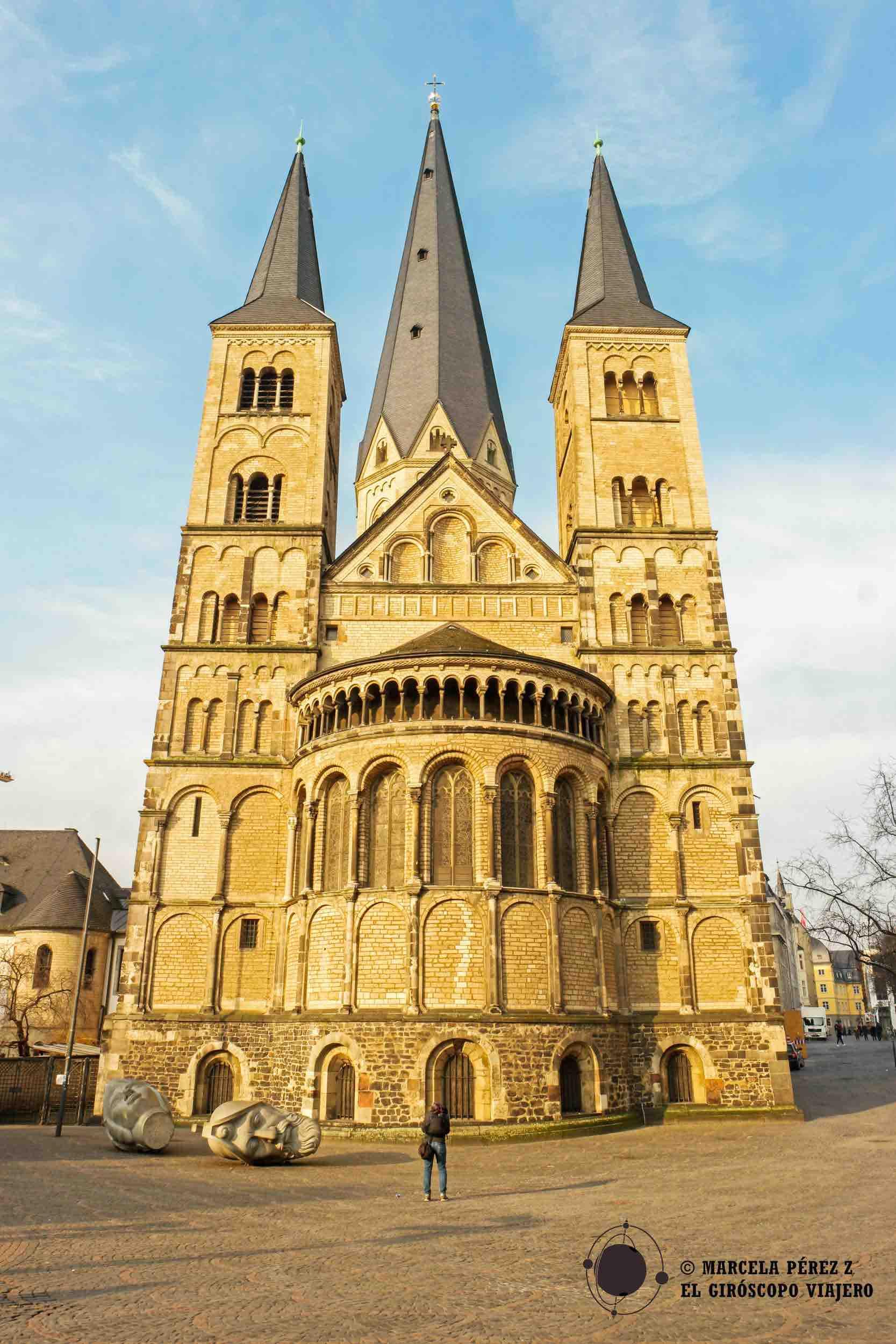 La imponente catedral de Bonn se alza en el medio de la ciudad cuan alta es